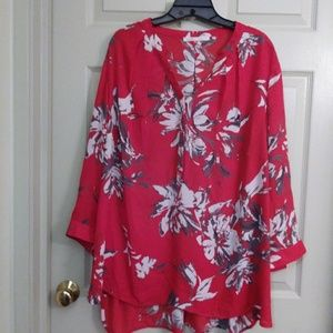 Pretty red printed top size 3x